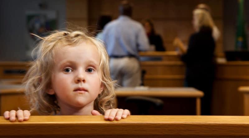 Boşanma Davasında Hakim Geçici Velayeti Nasıl Belirler?